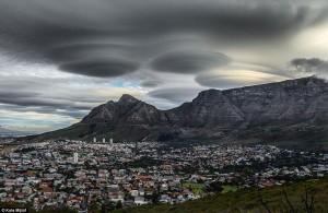 Nuvens Lenticulares na África do Sul, cidade do Cabo, 09 de Novembro de 2015