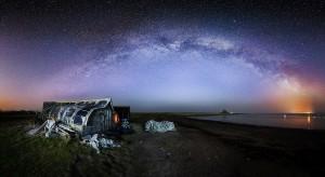 A foto perfeita, a Nossa Via Láctea, numa Noite de Março em Holy Island. Foto de Craig Richards.